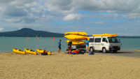 Loading kayaks st heliers bay