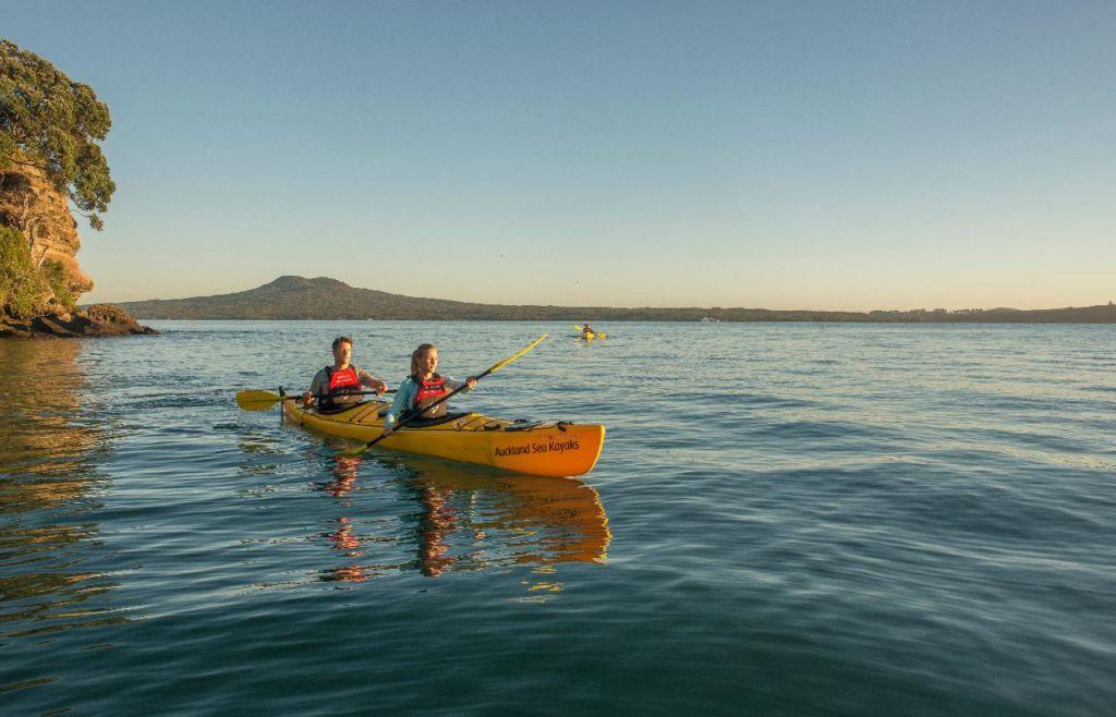 browns island twilight sunset kayak auckland sea kayaks